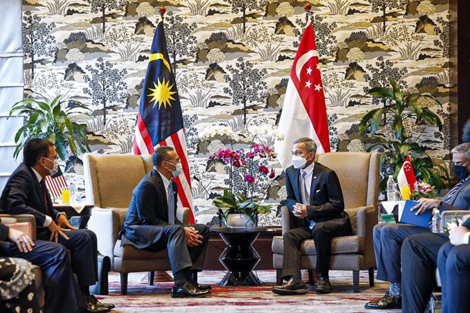 Singapore's foreign minister Vivian Balakrishnan on 23 March shared photos of his diplomatic meet with Malaysia, concluding a mutual framework recognising each other's vaccine certifications for the eventual goal of cross-border travel.