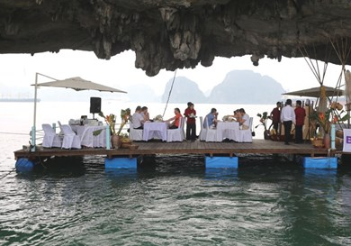 Floating dinner on - Halong Bay