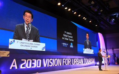 Seoul Mayor Park Won-soon delivering the welcome address at the UNWTO Global Summit on Urban Tourism.