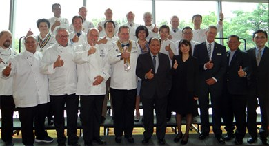 WACS chefs gathered for a photo with CEO of MyCEB, Datuk Zulkefli Hj. Sharif, at the centre.