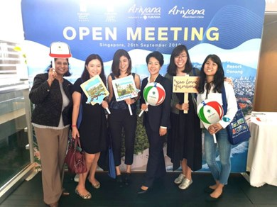 ACC manager Tran Gia Ngoc Phuong (third from right) with attendees at the Singapore roadshow.