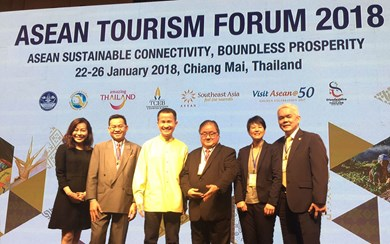 Alloysius Teng, assistant director, event venue sales (extreme right) represented Gardens by the Bay and received an award at ASEAN Tourism Forum 2018. Also in attendance was Lionel Yeo, chief executive, Singapore Tourism Board (third from left).