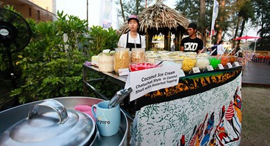 A local sales vendor at the dinner of Interface' international sales conference in Angsana Laguna Phuket.